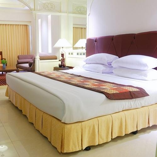 Кровать в номер гостиницы